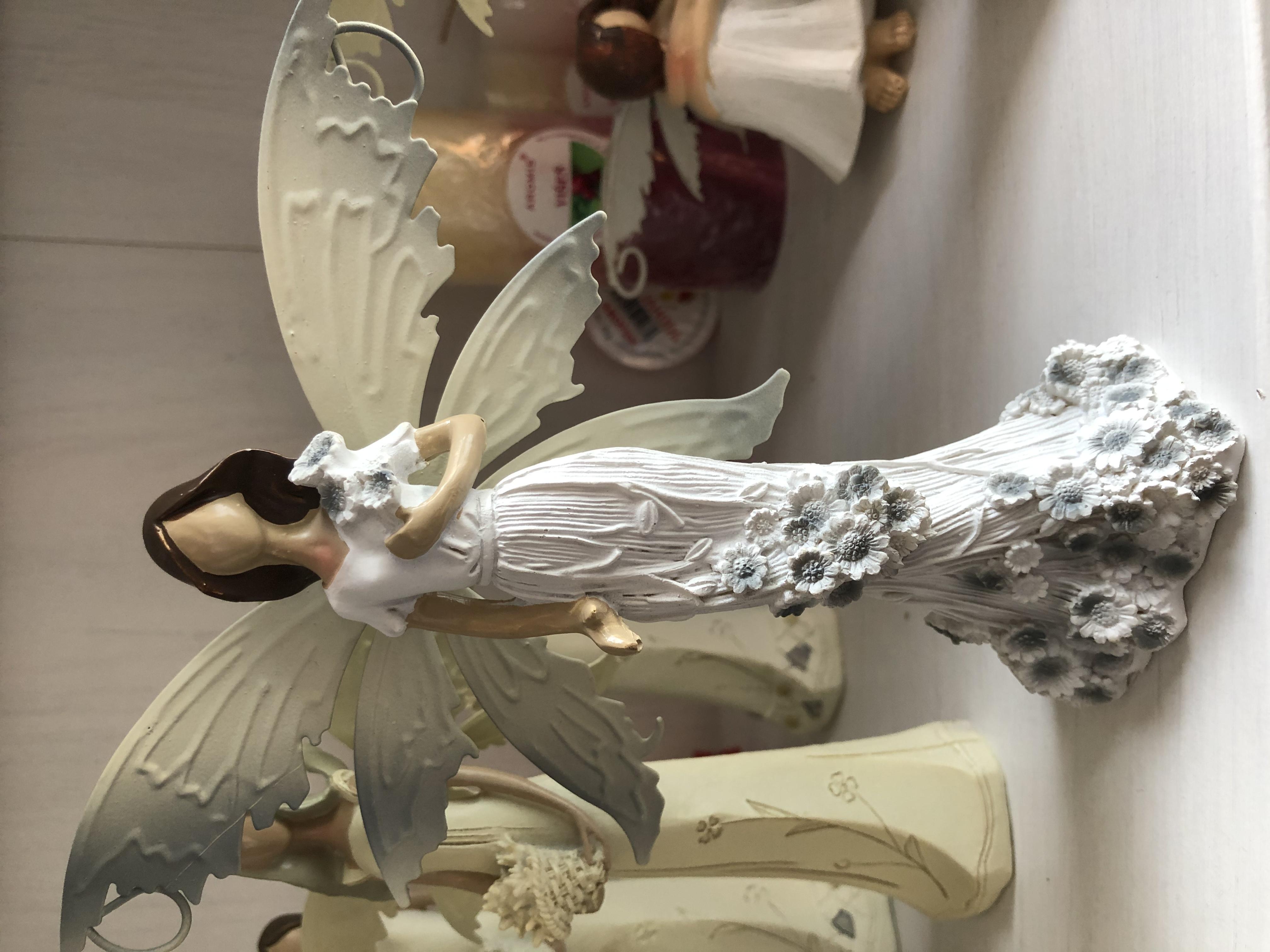 Anděl, andělka plechová křídla 21cm květy šedé